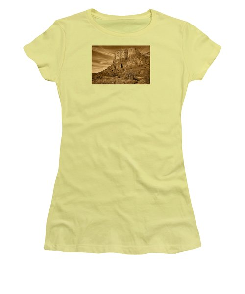 Courthouse Butte Tnt Women's T-Shirt (Athletic Fit)