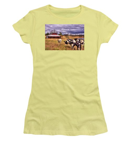 Dairy Heifer Groupies The Red Barn Art Women's T-Shirt (Athletic Fit)