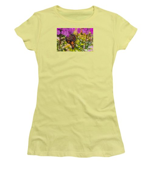 Dangling Monarch   Women's T-Shirt (Junior Cut)