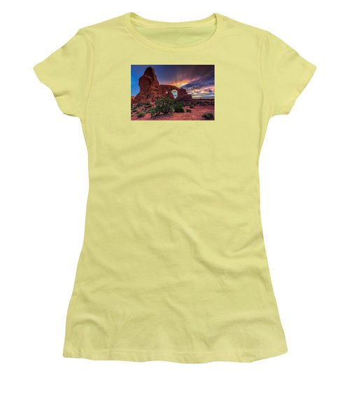 Day's End At Turret Arch Women's T-Shirt (Athletic Fit)