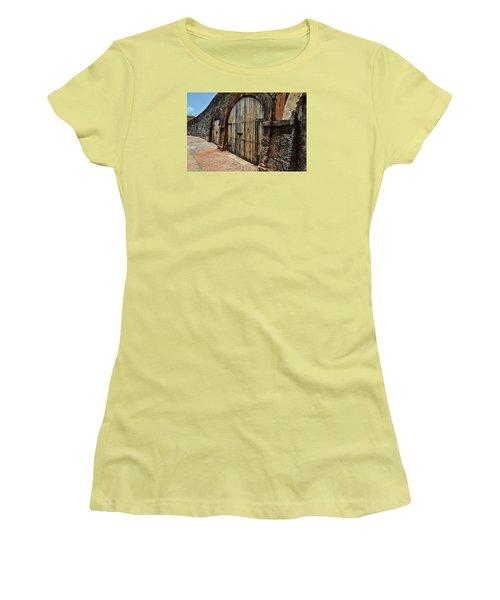 Dos Puertas Women's T-Shirt (Athletic Fit)
