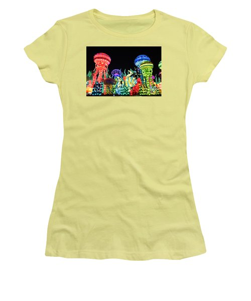 Dubai - Garden Glow Women's T-Shirt (Athletic Fit)