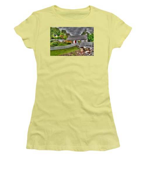 Edradour Distillery Shop Women's T-Shirt (Athletic Fit)