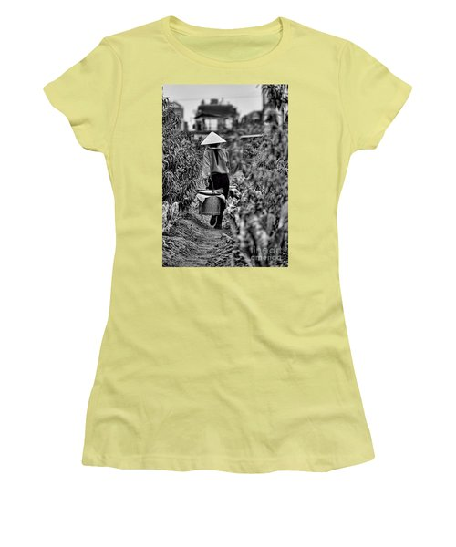 End Of The Day Vietnamese Woman  Women's T-Shirt (Athletic Fit)