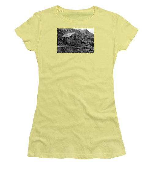 Fishermans Net Shed Women's T-Shirt (Athletic Fit)