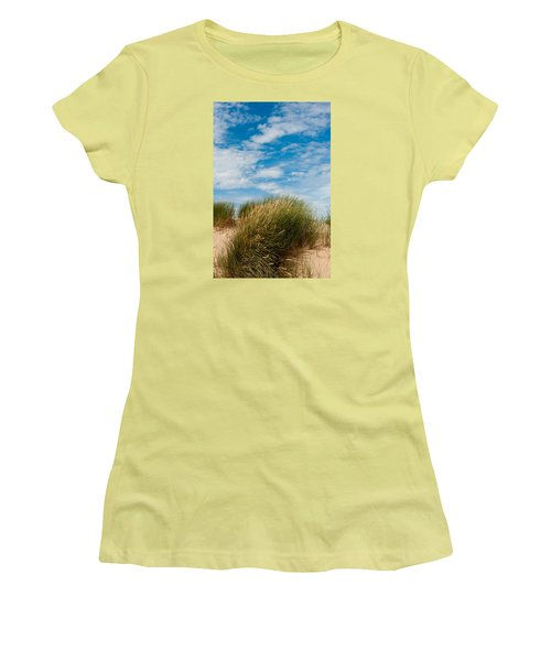 Formby Sand Dunes And Sky Women's T-Shirt (Athletic Fit)