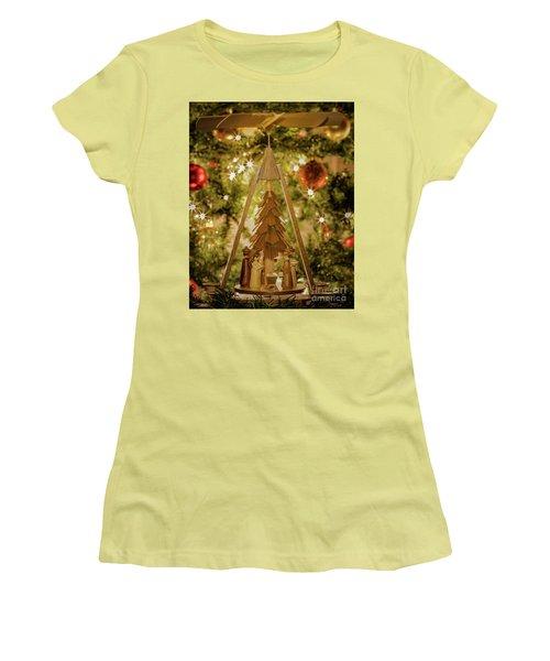 German Christmas Pyramid Women's T-Shirt (Athletic Fit)
