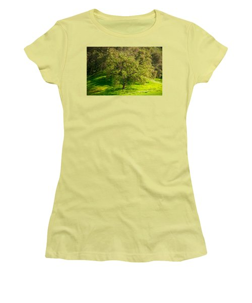 Green Oak Tree And Grasses Women's T-Shirt (Athletic Fit)