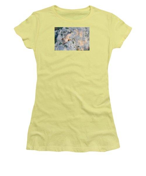 Griffon Vulture Women's T-Shirt (Junior Cut) by Richard Patmore