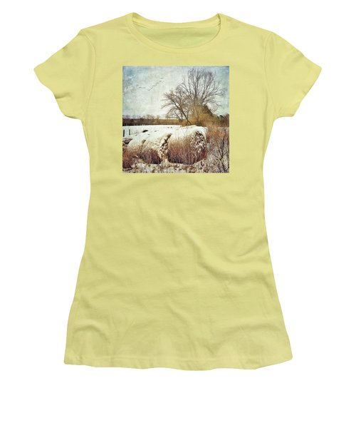 Hay Bales In Snow Women's T-Shirt (Athletic Fit)