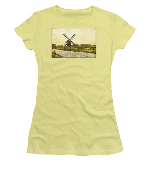 Holland - Windmill Women's T-Shirt (Athletic Fit)