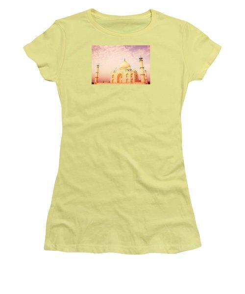 Hot Taj Mahal Women's T-Shirt (Athletic Fit)