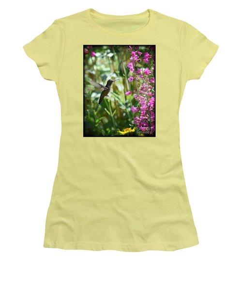 Hummingbird On Perry's Penstemon Women's T-Shirt (Junior Cut) by Saija  Lehtonen