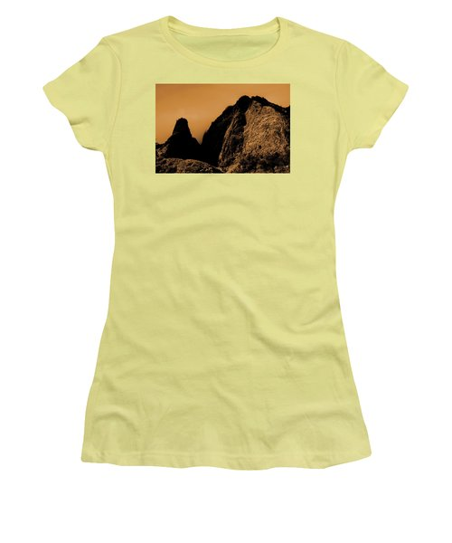 Iao Needle Silhouette Women's T-Shirt (Athletic Fit)