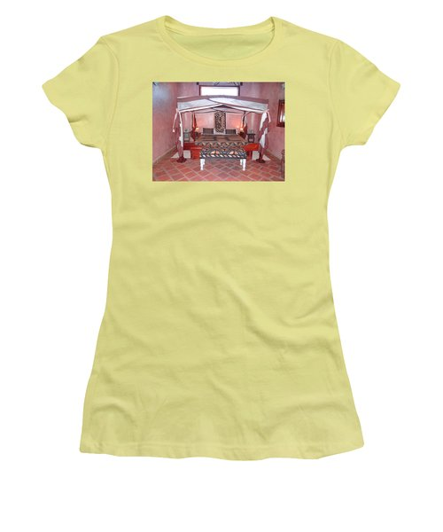 Kenyan African Traditional Double Bed Women's T-Shirt (Athletic Fit)