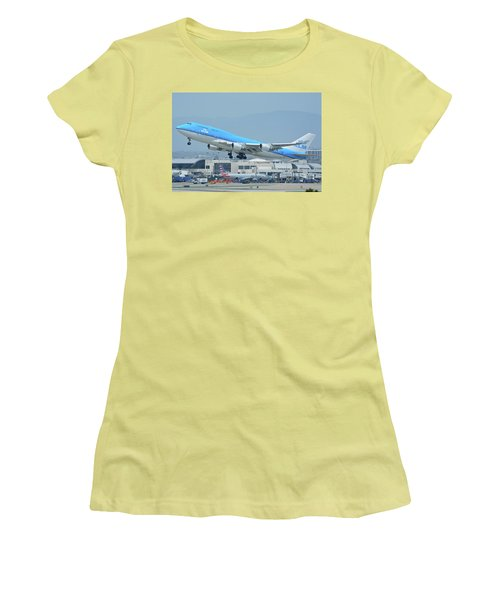 Women's T-Shirt (Junior Cut) featuring the photograph Klm Boeing 747-406m Ph-bfh Los Angeles International Airport May 3 2016 by Brian Lockett