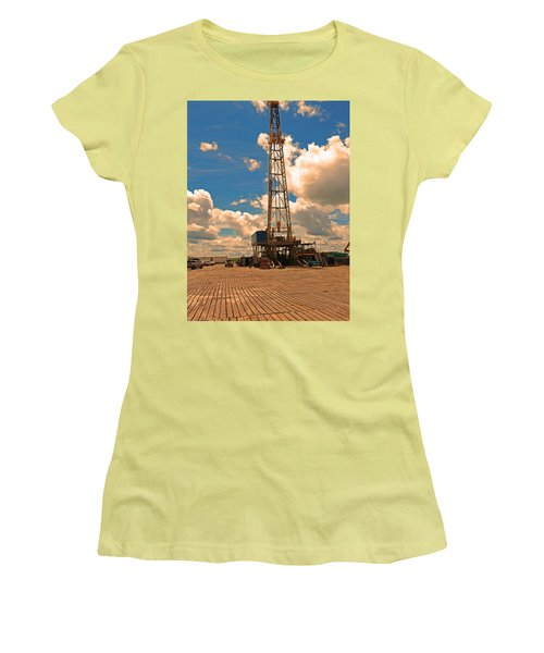 Land Oil Rig Women's T-Shirt (Athletic Fit)