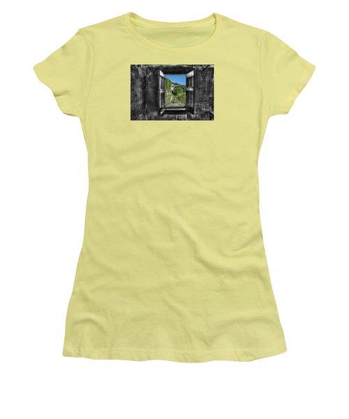 Let's Open The Windows - Apriamo Le Finestre Women's T-Shirt (Athletic Fit)