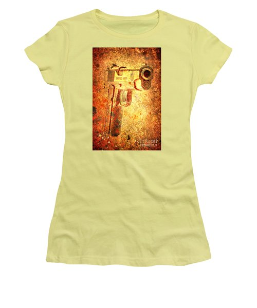 M1911 Muzzle On Rusted Background 3/4 View Women's T-Shirt (Athletic Fit)