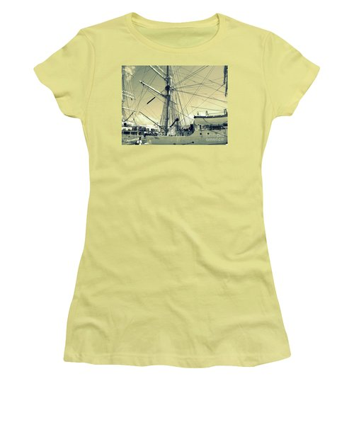 Maritime Spiderweb Women's T-Shirt (Athletic Fit)
