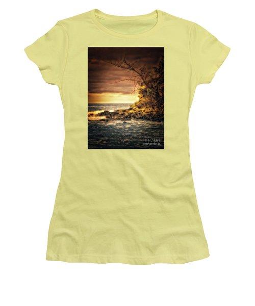 Maui Ocean Point Women's T-Shirt (Athletic Fit)