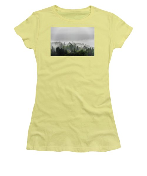 Misty Lions Gate View Women's T-Shirt (Athletic Fit)