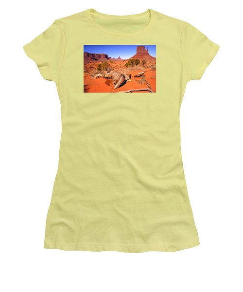 Monument Valley, Arizona, U S A Women's T-Shirt (Athletic Fit)