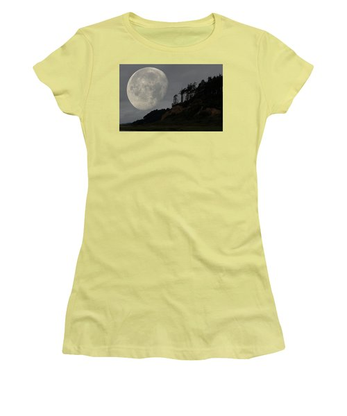 Moon At Roosevelt Beach Wa Women's T-Shirt (Athletic Fit)