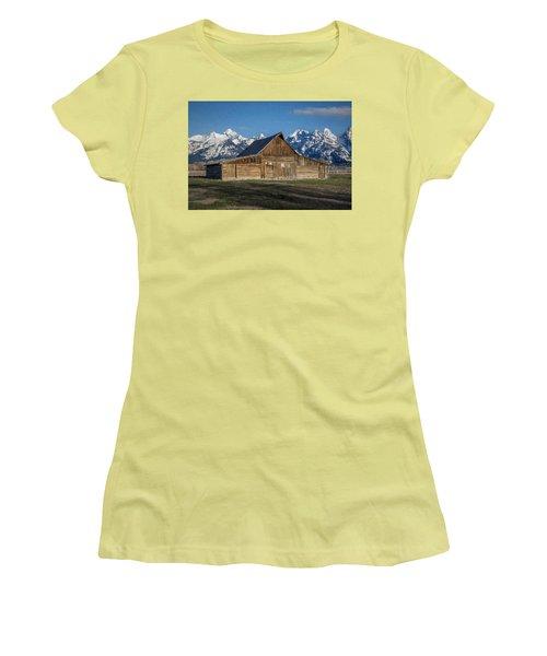 Moulton Barn Women's T-Shirt (Junior Cut)