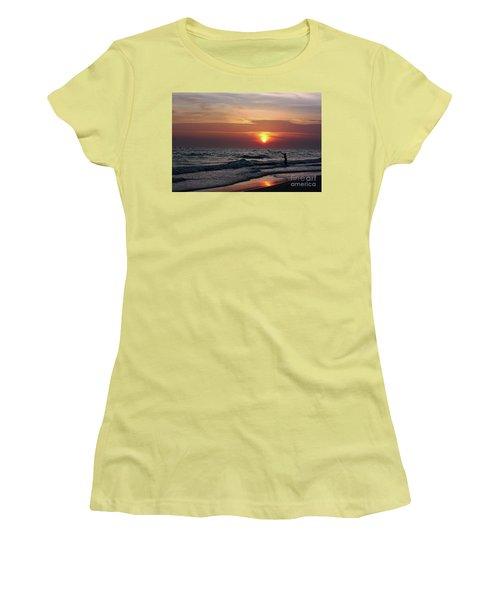 Net Casting Women's T-Shirt (Athletic Fit)