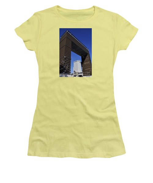 New Orleans Riverwalk Women's T-Shirt (Athletic Fit)