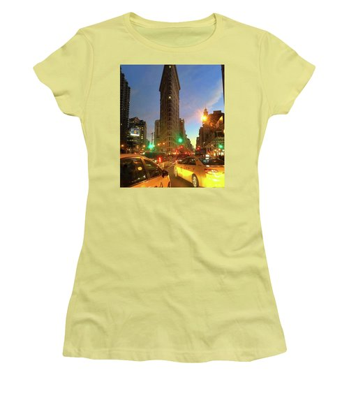 New York City Life Women's T-Shirt (Athletic Fit)