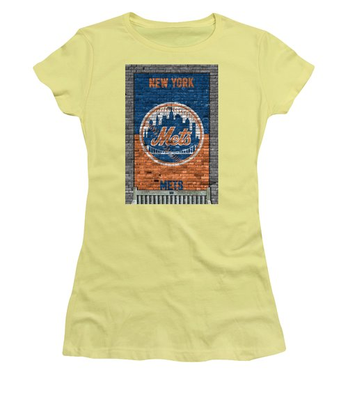 New York Mets Brick Wall Women's T-Shirt (Athletic Fit)