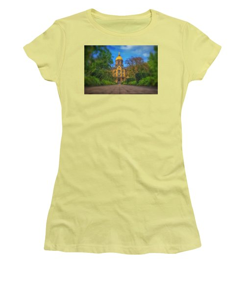 Notre Dame University Q2 Women's T-Shirt (Athletic Fit)