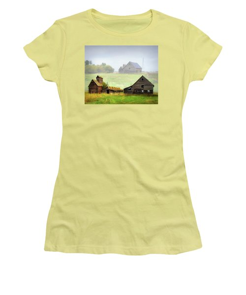 Old Farm Women's T-Shirt (Athletic Fit)