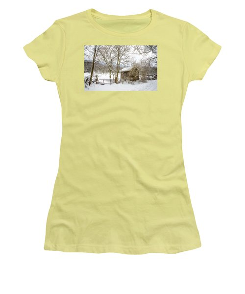 Old Post Office In Snow Women's T-Shirt (Athletic Fit)