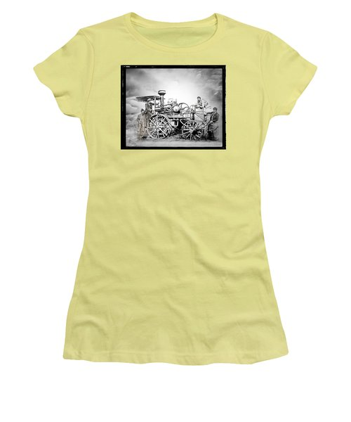 Old Steam Tractor Women's T-Shirt (Athletic Fit)