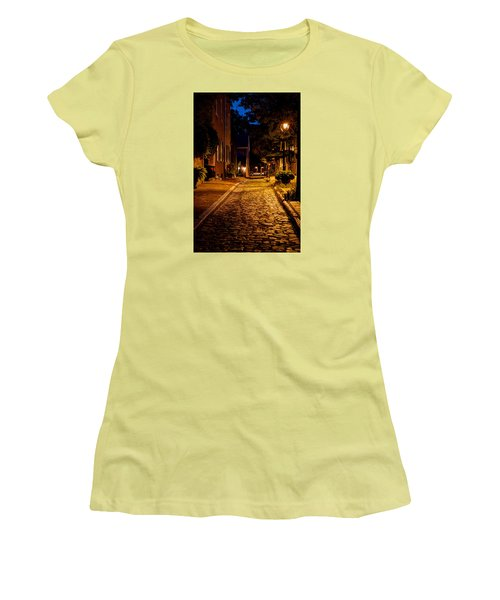 Women's T-Shirt (Junior Cut) featuring the photograph Olde Town Philly Alley by Mark Dodd