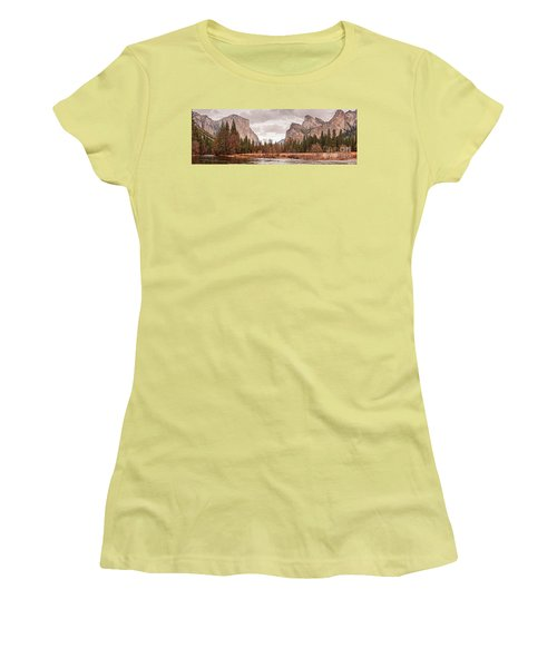 Panoramic View Of Yosemite Valley From Bridal Veils Falls Viewing Point - Sierra Nevada California Women's T-Shirt (Athletic Fit)