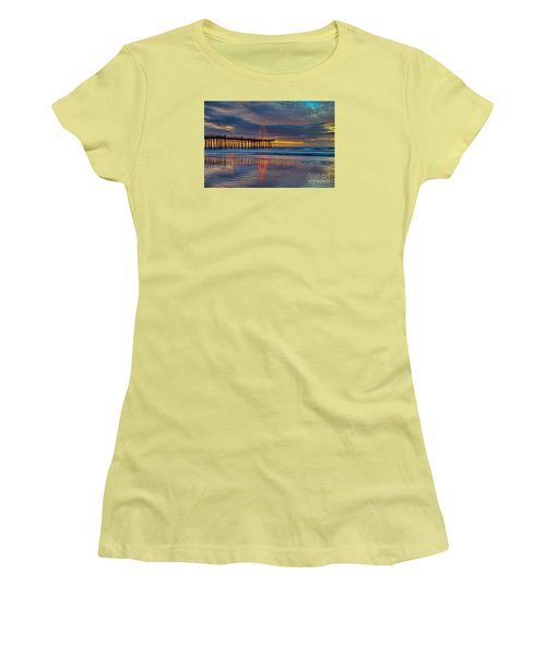 Pismo Beach Christmas Women's T-Shirt (Athletic Fit)