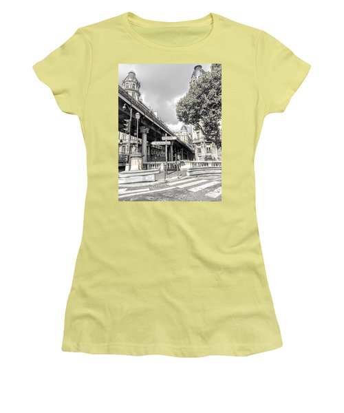Pont De Bir-hakeim, Paris, France Women's T-Shirt (Athletic Fit)