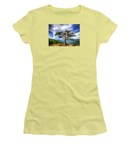 Ravens Roost Tree Women's T-Shirt (Junior Cut) by Greg Reed