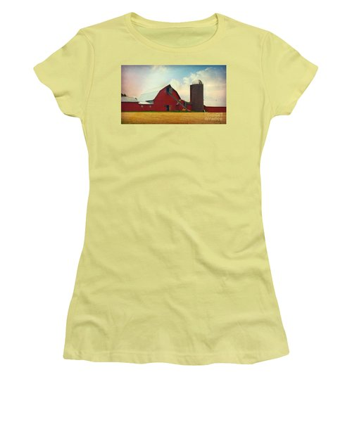 Red Barn Silo Women's T-Shirt (Athletic Fit)