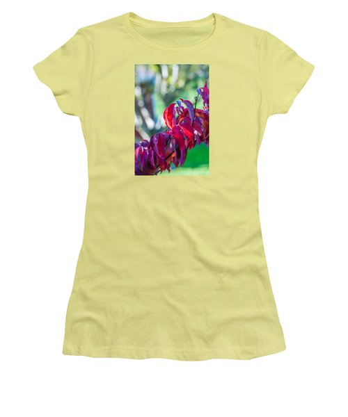 Red Leaves - 9592 Women's T-Shirt (Junior Cut) by G L Sarti