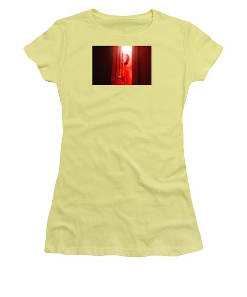 Red Unfocused Women's T-Shirt (Athletic Fit)