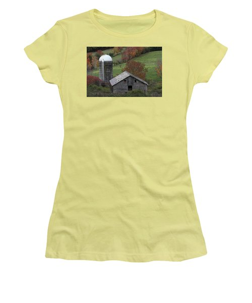 Rupert Mountain Face Barn Women's T-Shirt (Athletic Fit)