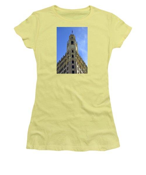 San Antonio Building 3 Women's T-Shirt (Athletic Fit)