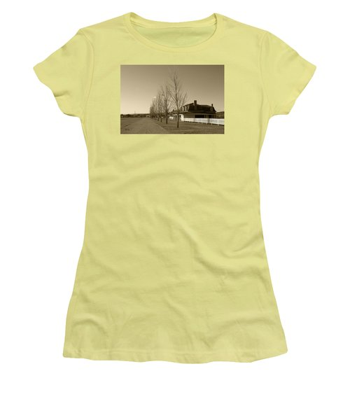Sedona Series - Alley Women's T-Shirt (Junior Cut) by Ben and Raisa Gertsberg