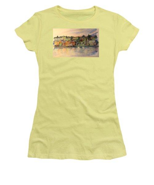 Skaneateles Ny Women's T-Shirt (Athletic Fit)