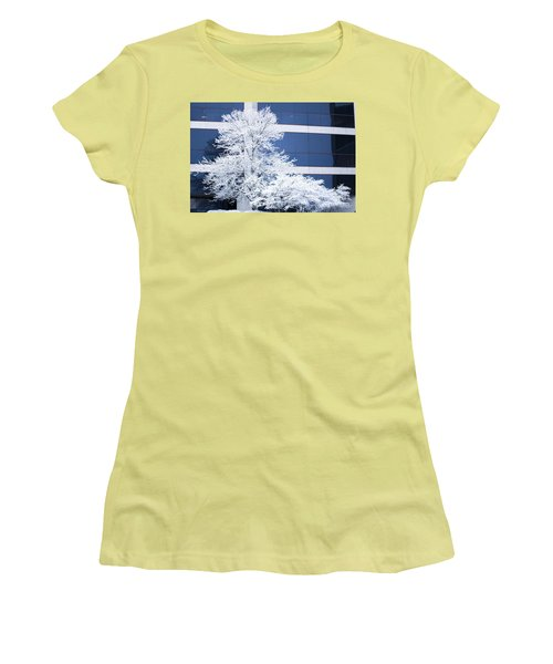 Snow Art Women's T-Shirt (Athletic Fit)